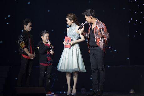 Chi Pu diu dang khi lam MC chuong trinh 'Giong hat Viet nhi 2016' - Anh 9