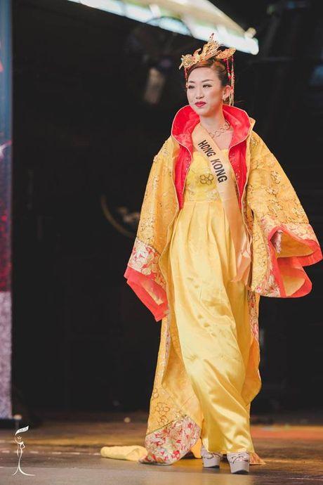 Soc voi Hoa hau Trung Quoc mat gia nhan - Anh 3
