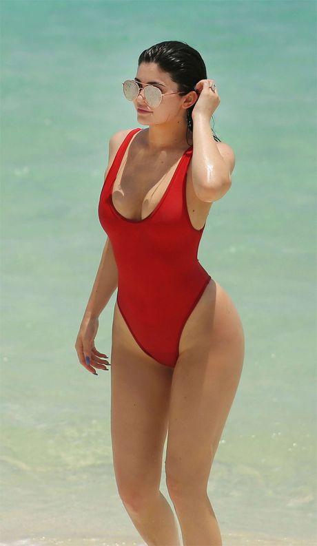 Bi mat sau duong cong 2 hot girl sexy nhat Hollywood - Anh 13