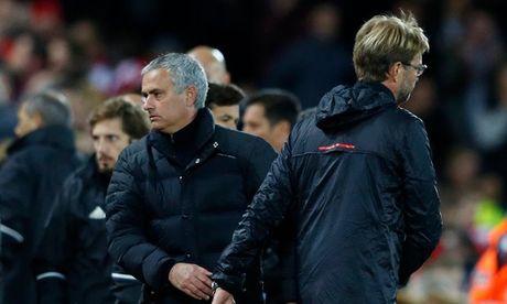Cay thap gia Van Gaal va gia tri Mourinho - Anh 1