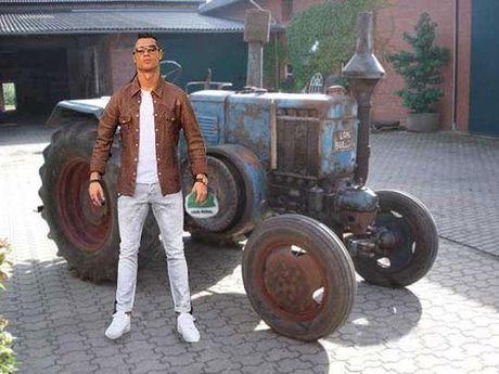 Cong dong mang troll Ronaldo di cho bang sieu xe - Anh 6