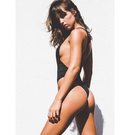 Ban gai tay dua F1 Jenson Button khoe do bikini nhu goi moi - Anh 8