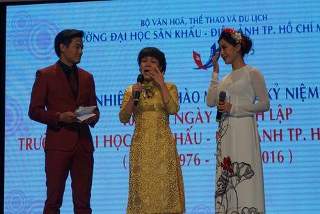 Viet Huong bat khoc trong ngay hoi ngo thay co - Anh 1