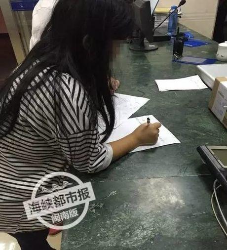Thuong tam: Be so sinh con nguyen day ron bi bo roi trong thung rac - Anh 6