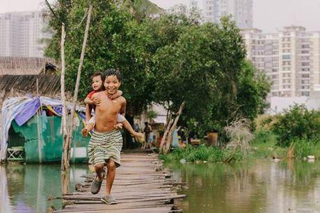 "Thuc hu buc anh be trai Sai Gon ""khoc thuong mien Trung"" khien ngan nguoi xuc dong - Anh 3"