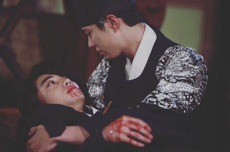 'Thai tu' Park Bo Gum bi dau doc khong ro song chet - Anh 1
