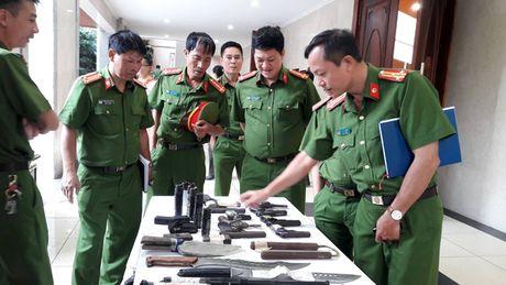 Luc luong 141 Cong an Ha Noi lan dau he lo kho vu khi tang vat thu giu duoc - Anh 2