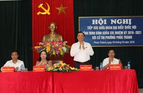 Bo truong Dinh Tien Dung tiep xuc cu tri TP. Ninh Binh - Anh 1