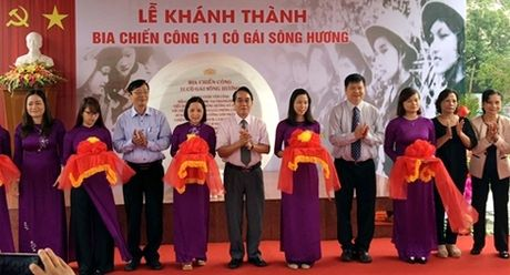 Khanh thanh Bia chien cong 11 co gai song Huong - Anh 1