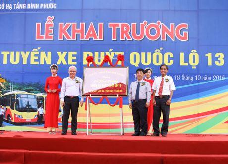 Khai truong tuyen xe buyt quoc lo 13 phuc vu mien phi hanh khach - Anh 3