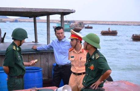 Quang Ninh: Cam bien tu 8h ngay 18-10, van dong tau thuyen ve noi tranh tru bao - Anh 7