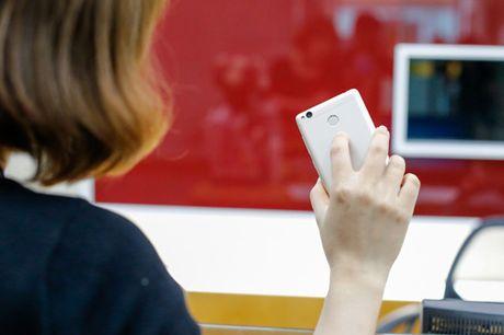 Tren tay dien thoai Xiaomi Redmi 3S - Anh 3