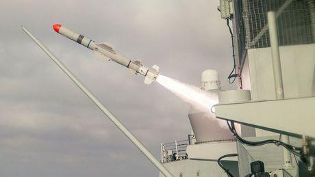 Uy luc tau ho ve HMCS Vancouver Canada vua cap cang Sai Gon - Anh 5