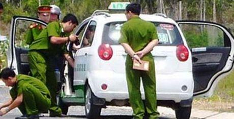 Dieu tai xe taxi o trung tam Sai Gon den nghia trang de cuop - Anh 1