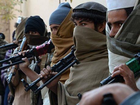 Taliban am sat hut pho tong thong Afghanistan - Anh 1