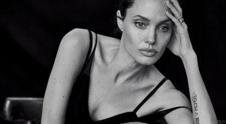 Angelina Jolie khung hoang nghiem trong sau khi ly hon Brad Pitt - Anh 1