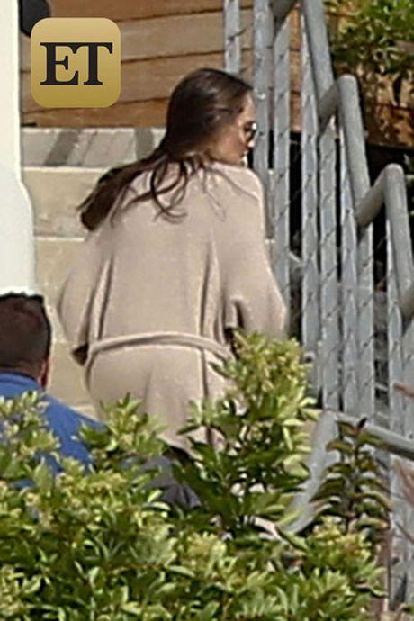Angelina Jolie va nam con lan dau xuat hien sau ly hon - Anh 1