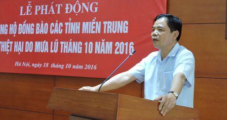 Bo NN&PTNT ung ho dong bao mien Trung hon 400 trieu dong - Anh 1