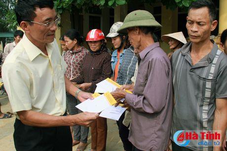 CIENCO4 va Bao Ha Tinh trao 200 trieu dong cho nguoi dan vung lu - Anh 1