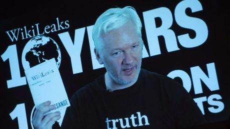 """Nguoi thoi coi"" Assange bi Ecuador ""cat"" Internet - Anh 1"