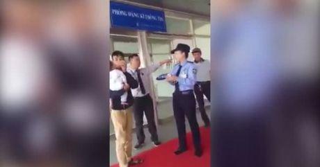 Me bo con nho 6 thang theo trai: Cong dong mang len an gay gat - Anh 1