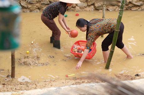 Hoa hau Ngoc Han vuot lu ve voi ba con mien Trung - Anh 6