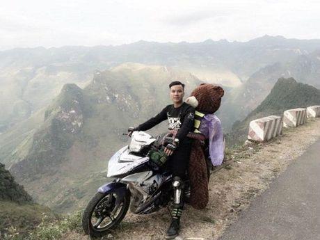 Chàng trai chở gấu bông 10kg đi ngắm tam giác mạch
