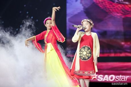 Tu giot nuoc mat den nu cuoi day ban linh cua co be nho tuoi nhat The Voice Kids 2016 - Anh 1