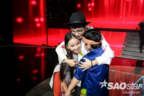 Tu giot nuoc mat den nu cuoi day ban linh cua co be nho tuoi nhat The Voice Kids 2016 - Anh 3
