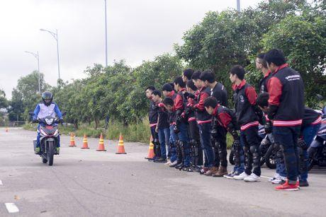 Honda Winner 150 tiep tuc gay an tuong trong chang chinh phuc cuc Dong - Anh 3