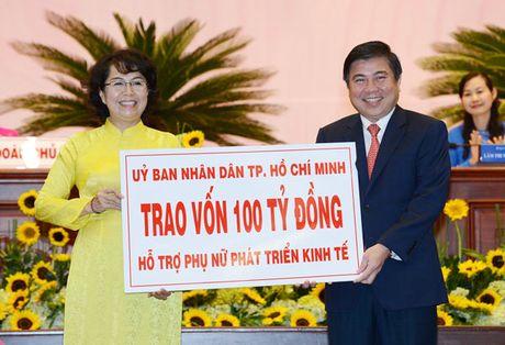 TPHCM trao so von 100 ty dong uy thac cho Hoi Lien hiep Phu nu TPHCM de cham lo, bao tro hoi vien, phu nu - Anh 1