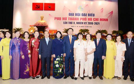 TPHCM trao so von 100 ty dong uy thac cho Hoi Lien hiep Phu nu TPHCM de cham lo, bao tro hoi vien, phu nu - Anh 2