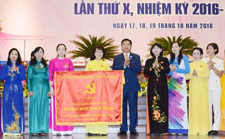 TPHCM trao so von 100 ty dong uy thac cho Hoi Lien hiep Phu nu TPHCM de cham lo, bao tro hoi vien, phu nu - Anh 3