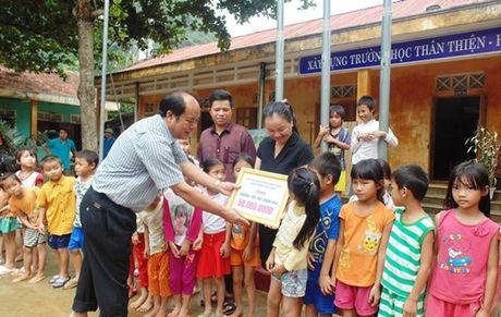 Cong doan Ngan hang VN ung ho nguoi dan vung lu Quang Binh - Anh 1