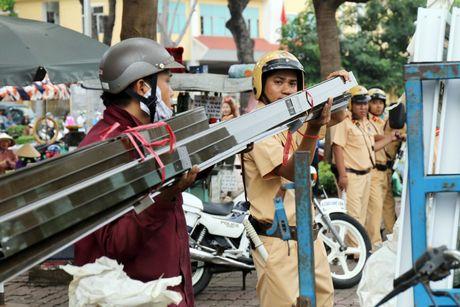 'Xe tu than' cho ton thep van tung hoanh khu Cho Lon - Anh 1