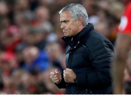 Mourinho: 'Man Utd chi thieu ban thang' - Anh 1