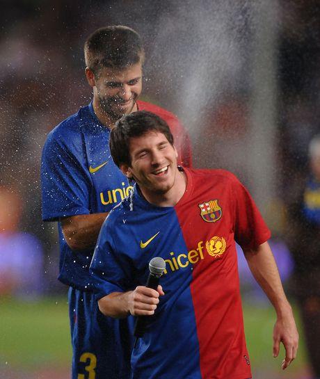 Pique: 'Ngay Messi roi Barcelona se nhu ngay cha me qua doi' - Anh 1