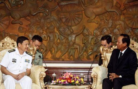Trung Quoc xoa no va cam ket vien tro cho quan doi Campuchia - Anh 1