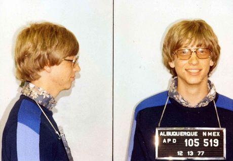 Do ban biet luc moi giau len, Bill Gates chi dam cho cai gi dau tien? - Anh 2