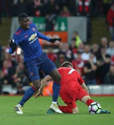 Pogba va 6 thong ke SIEU TE trong tran Man United hoa Liverpool - Anh 2