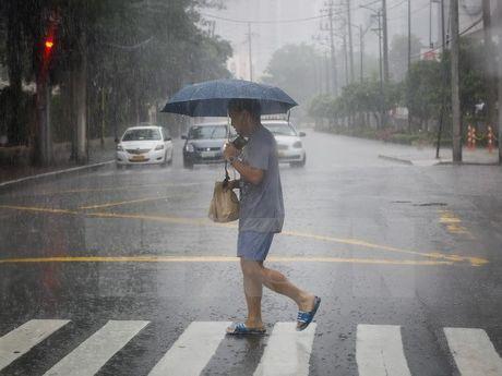 Sieu bao Haima huong vao dao Luzon cua Phillippines - Anh 1