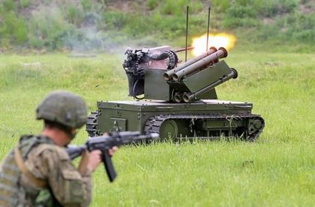 Robot chien dau Ukraine den Donbass sau khi Nga trinh dien - Anh 2