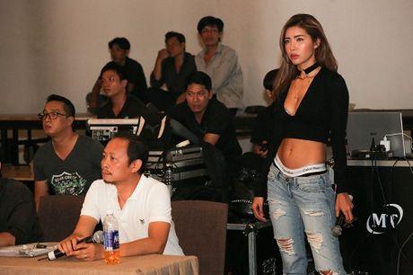 Chan dai Viet ru nhau mac sexy tong duyet thoi trang - Anh 3
