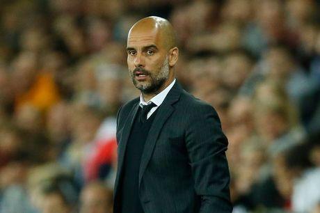 Bonucci muon den Manchester City - Anh 1
