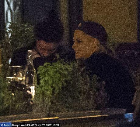 Kristen Stewart khoa moi ban gai dong tinh moi - Anh 3