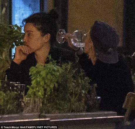Kristen Stewart khoa moi ban gai dong tinh moi - Anh 4
