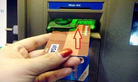 Chu the ATM Sacombank 'bong dung mat tien' - Anh 1