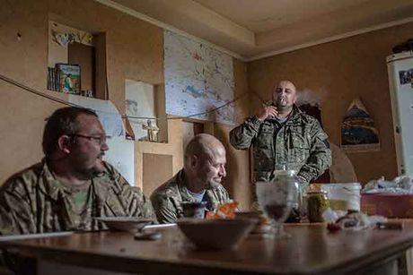 Can canh 'quan tinh nguyen' Ukraine ngoai chien tuyen - Anh 9