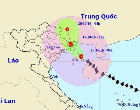 Bao so 7 do bo vao Quang Ninh chieu nay 19-10 - Anh 1