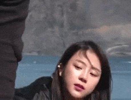 Loat sao nu Kpop vuong tranh cai vi nhung cai liec mat an y - Anh 6
